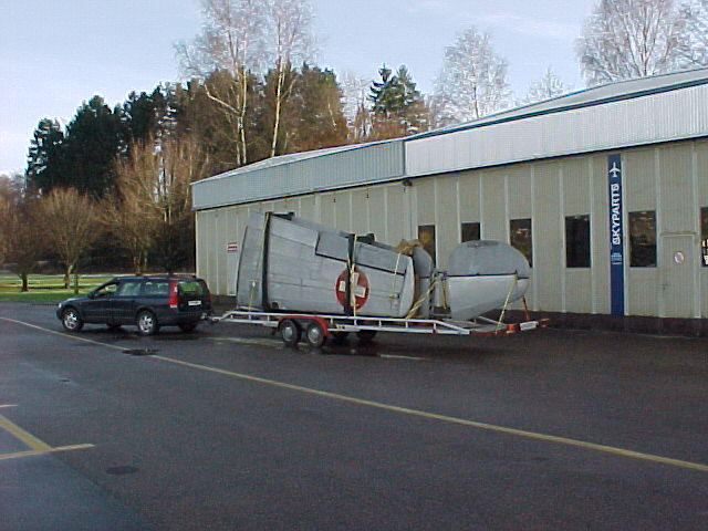 Transport der Flügel einer AT-16
