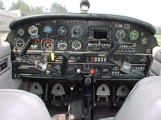 Piper PA 28 Cockpit-Umbau